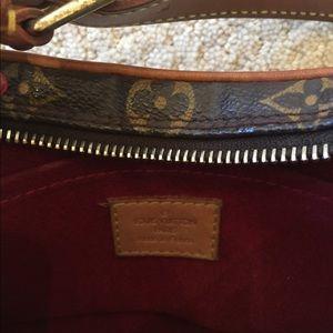 82e8ab39962 Louis Vuitton Bags - Authentic Louis Vuitton kidney shaped bag