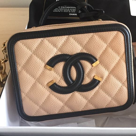 e398771cd8a7c5 CHANEL Handbags - CHANEL Caviar Quilted Small CC Vanity case