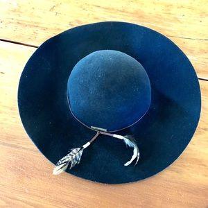 Billabong hat!!  🌊  🏄🏽♀️