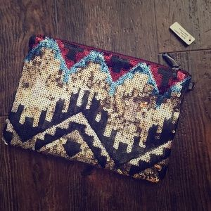 Handbags - NWT. Sequin Aztec clutch/wristlet