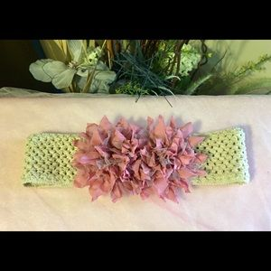 Accessories - NWOT Stretch belt with flowers