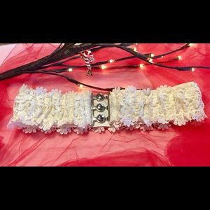 Accessories - NWOT White Lacey stretch belt