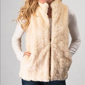 Faux fur vest in sweet vanilla color.