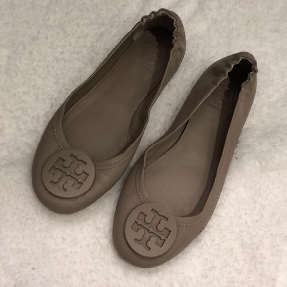 3f845111480fdd Tory Burch French Gray Minnie Travel Ballet Flats.  M 5a1dddf2f739bc0fc012c85f