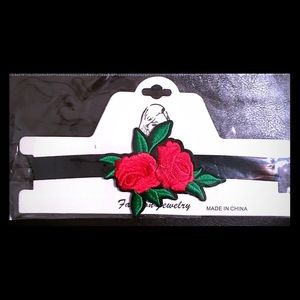 BRAND NEW Rose Choker 🌹