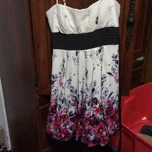 Dresses & Skirts - Dress adorable as can be