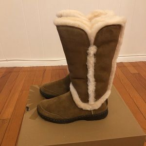 Ugg tall chestnut boots women sz 6
