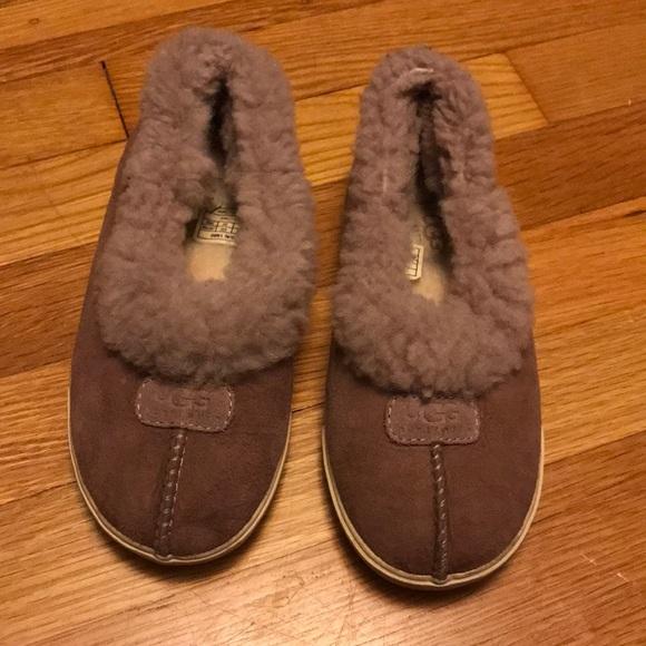 0215ab1ce1d Ugg Rylan slippers girls size 2
