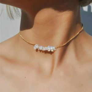 Jewelry - Trendy Iredescent Choker