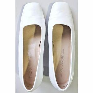 Shoes - Vintage White leather block heel pumps, Size 7
