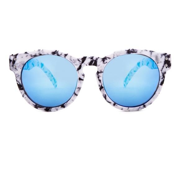 57b89943e84 BRAND NEW Women s sunglasses! Marble   Blue. NWT. von maur