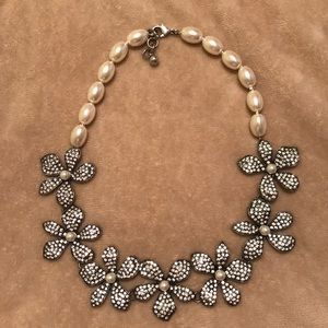 Jewelry - Pearl flower crystal necklace