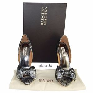 NIB Badgley Mischka Black & Silver Metallic Heels