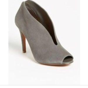 Stunning Halogen gray suede booties