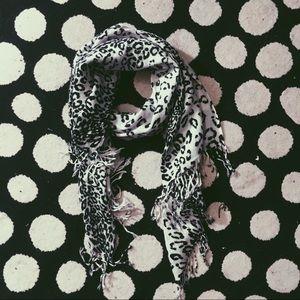 {Torrid} • black & white snow leopard print scarf