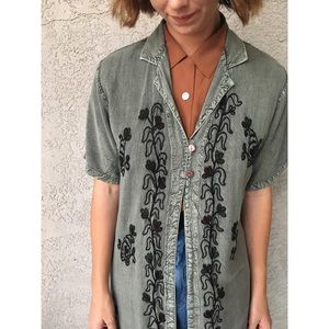SALE [vintage] 90s embroidered sage green duster