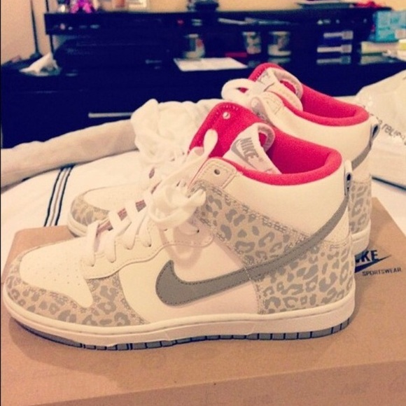 new arrivals 8dca7 75f0c Nike dunk high animal print sneaker. M 5a1e733af739bc0fc0153551