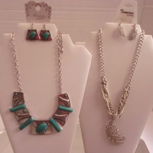 NWT 2 DESIGNER NECKLACES & EARRINGS RETAIL 50$ C14