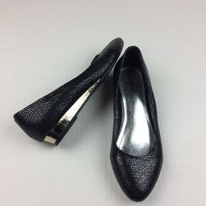 Black textured sparkly pointy toe flats
