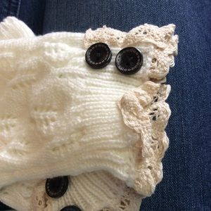 Ivory Fingerless Gloves Handwarmers with Buttons