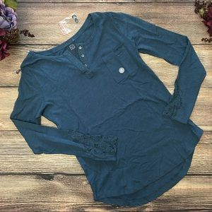 NWT Nollie henley lace detailing sleeves sz small