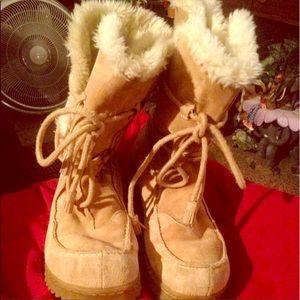 Adorable flirty warm boots!!