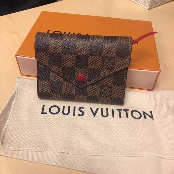 d8671a1d9cce Louis Vuitton Handbags - Louis Vuitton Damier Ebene Victorine Wallet