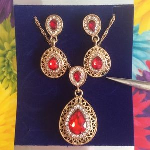Jewelry - 🌹ONLY 1 AVAILABLE🌹3 pc. Neck ear set