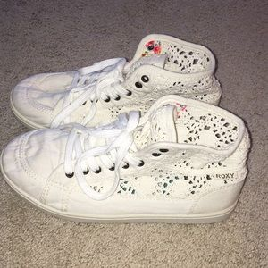 Super cute Roxy lace mid top shoes