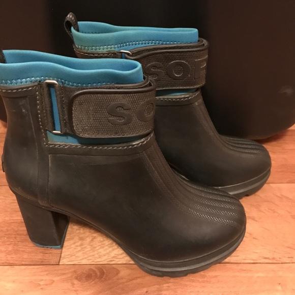 ee0668435e5 Sorel Medina blue & black rubber boots 8.5