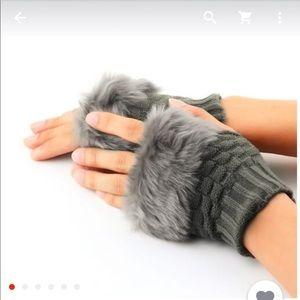 Faux rabbit fur mittens❤️