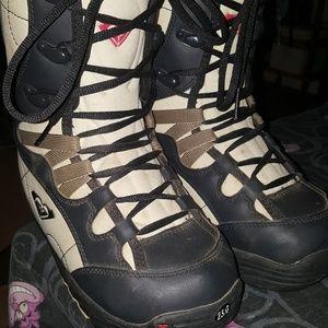 Roxy Snowboard Boots Cat Track