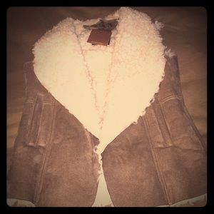 Sleeveless faux suede best with faux shearling
