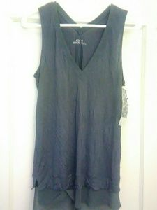 14th and Union sleeveless v-neck top