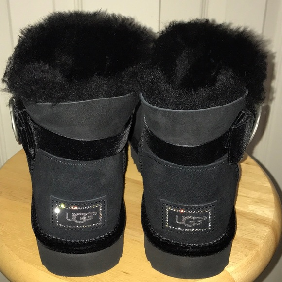 Black UGG boots wbling bows Beautiful never worn Short