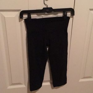Lululemon black crop leggings sz 2 56163