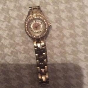 Gold dkny watch needs battery!