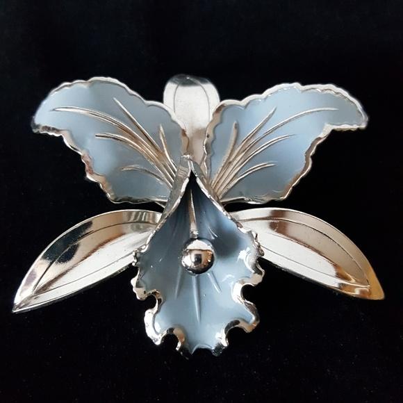 Vintage 1960's BLUE IRIS Silvertone Enamel Brooch