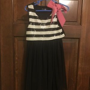 Girls size 5 sequin and tulle dress.