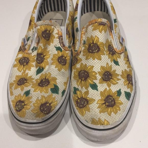 93bbb222f52e93 Vans sunflower slip on shoes. M 5a201a8b3c6f9f9f1a02f48f
