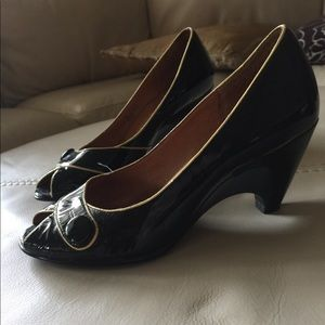 Patent leather peep toe heels - retro look!!
