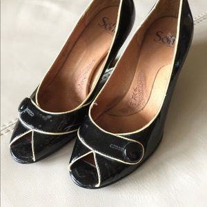Sofft Shoes - Patent leather peep toe heels - retro look!!