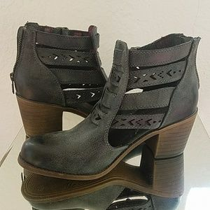 ROXY cut out booties