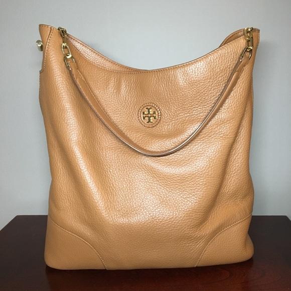 f98251bb04d1 Tory Burch Large Hobo Bag in Bark. M 5a20482b13302ae30903d15a