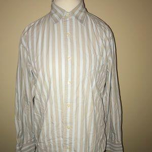 Gap men's classic fit button down shirt