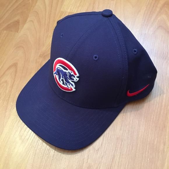 new concept c67ff d8c48 Nike DriFit Chicago Cubs Fitted Hat. M 5a205279d14d7b391703f4c6