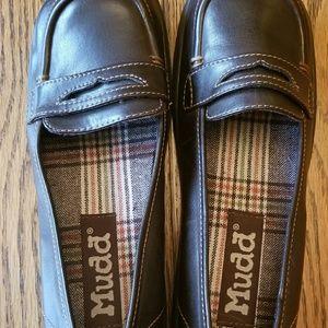 Mudd ladies SZ 8M brown loafers
