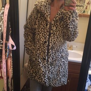 Jackets & Blazers - Leopard faux fur coat M