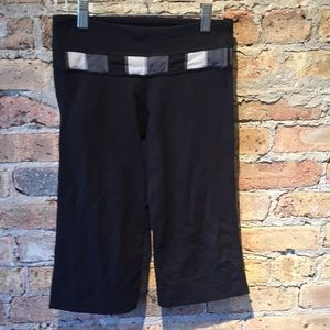 Lululemon black crop wide legging, sz 6, 56179