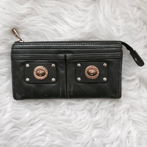 085260474d9 MBMJ Totally Turnlock Zip Wallet. M_5a206e96a88e7db51c049ffd. Other Bags  you may like. Marc by Marc Jacobs ...